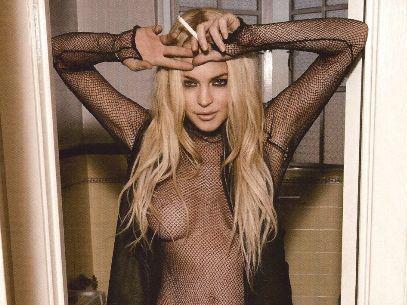 Con una foto al desnudo, Lindsay Lohan muestra que