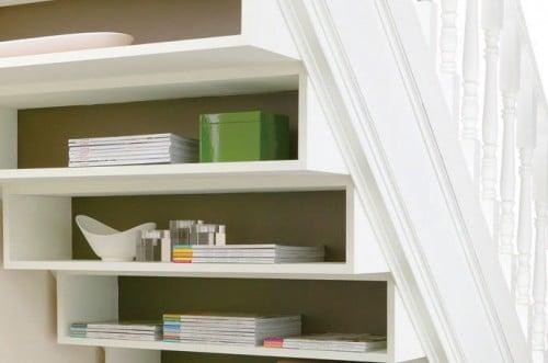 Hacer Baño Bajo Escalera:: siempre es bueno tener a mano libros y revistas; y el bajo-escalera