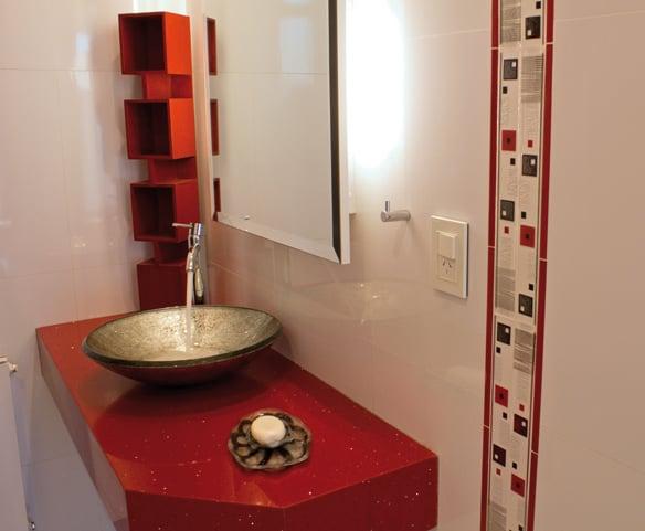 Sofisticada simpleza para una casa en barrio la barraca for Marmol travertino chile