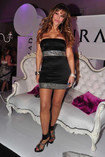 Graciela alfano capturada por un paparazzi sin ropa for Rihanna sin ropa interior
