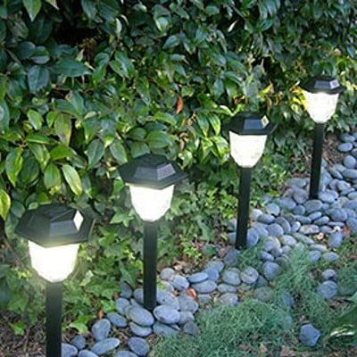 Consejos para iluminar tu jard n mdz online for Adornos de jardineria