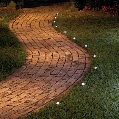 Consejos para iluminar tu jard n mdz online - Iluminacion jardin sin cables ...