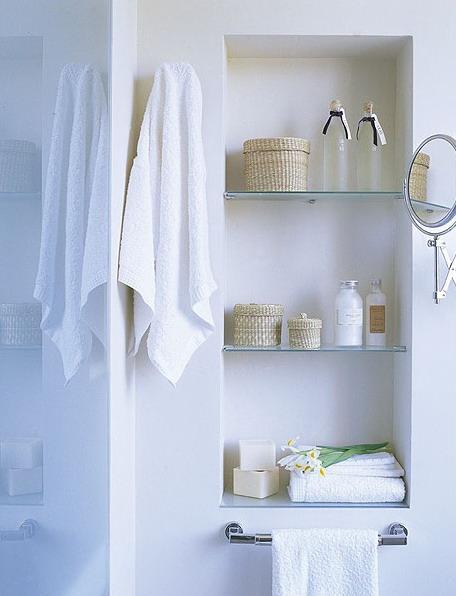 Ideas para aprovechar las paredes del ba o mdz online for Espejo con repisa para bano