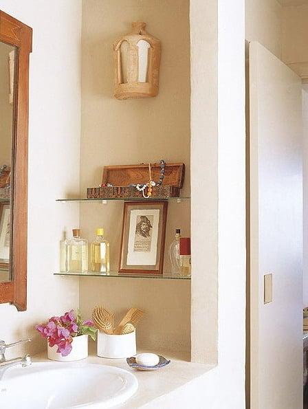 Ideas para aprovechar las paredes del ba o mdz online for Estantes vidrio bano