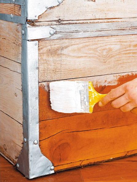 C mo restaurar un ba l antiguo mdz online - Como decorar un baul de madera ...
