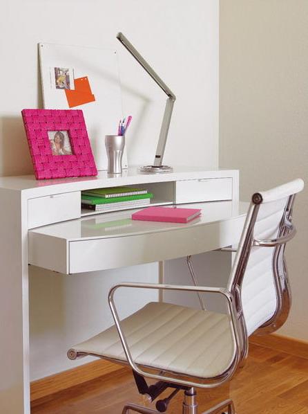 Un refrescante living comedor en rosa y verde mdz online for Silla escritorio blanca