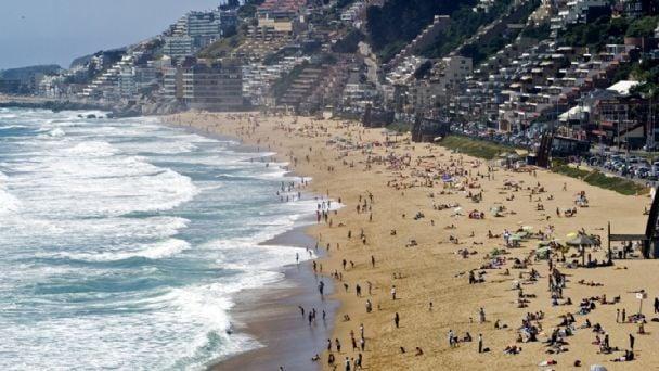 Resultado de imagen para Por la crisis social, se desplomó el turismo en Chile