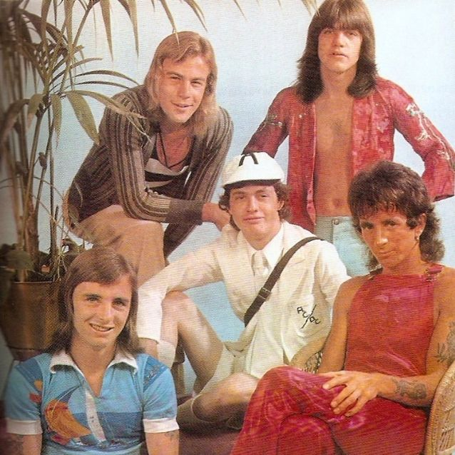 Muere Paul Matters exbajista de AC/DC | | ::: Grupo AVANRADIO Radiorama  Veracruz :::