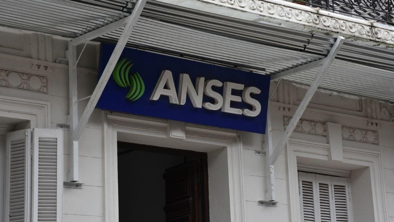 ¿Quién cobra hoy?: continúa el calendario de pagos de la Anses en el primer día de inscripción al Ingreso Familiar de Emergencia - MDZ Online