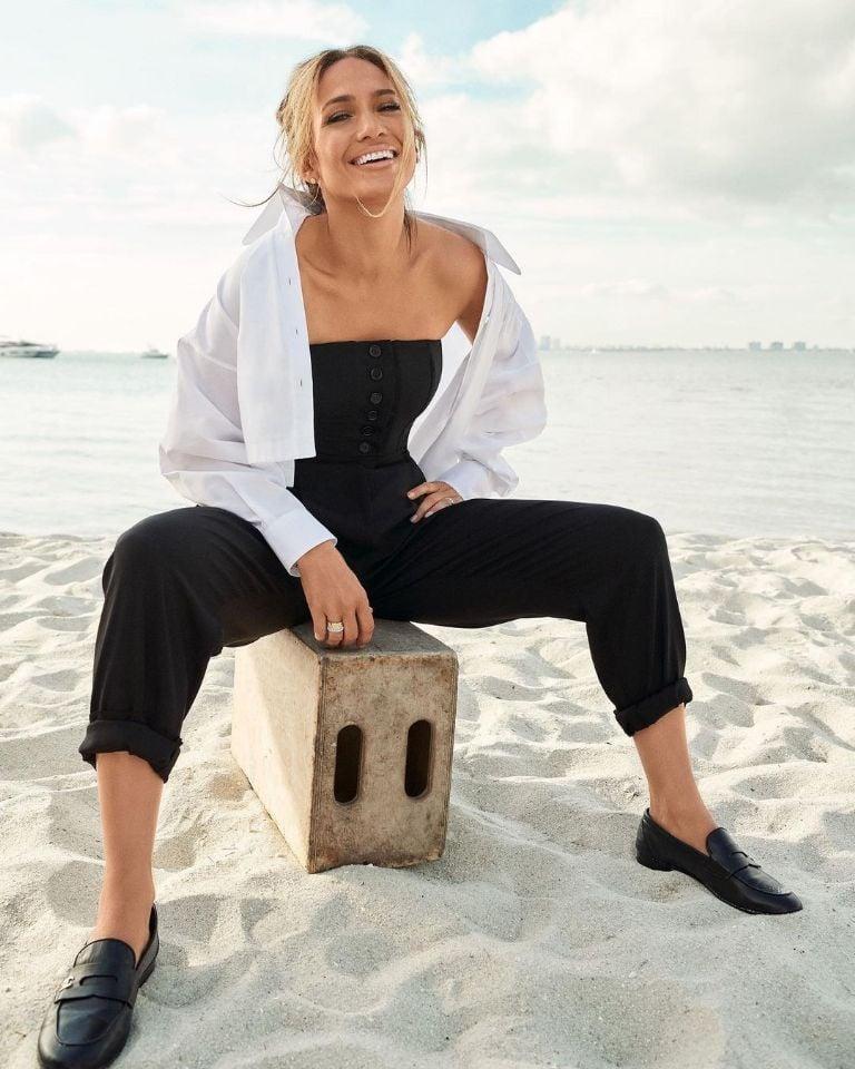 Jennifer Lopez beach photo